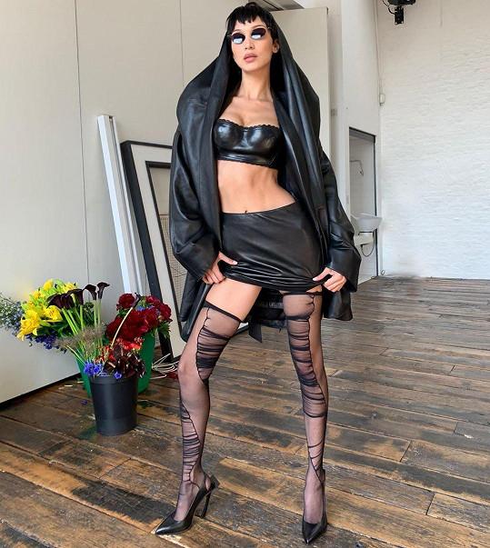 Bella Hadid v podivném modelu