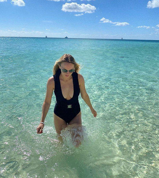 Caroline Wozniacki si užívá na Bahamách.