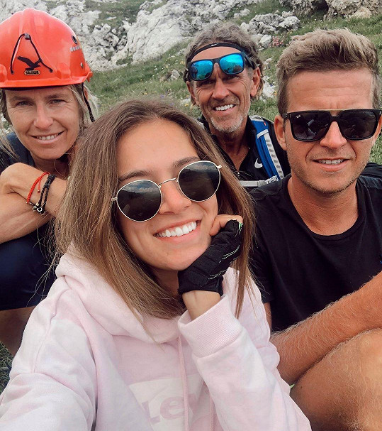 Na vrcholcích Dolomit byla s bratrem Tomášem a oběma rodiči.