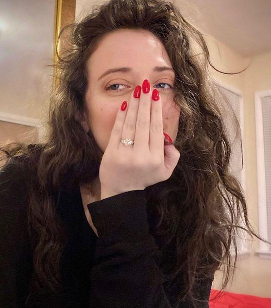 Z prstýnku je nadšená.
