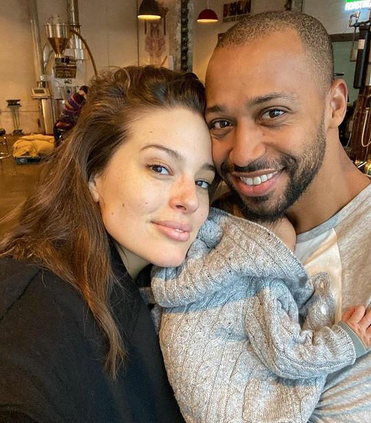 Ashley si užívá společné chvilky s rodinou. Snímky pro časopis nafotil její manžel Justin.