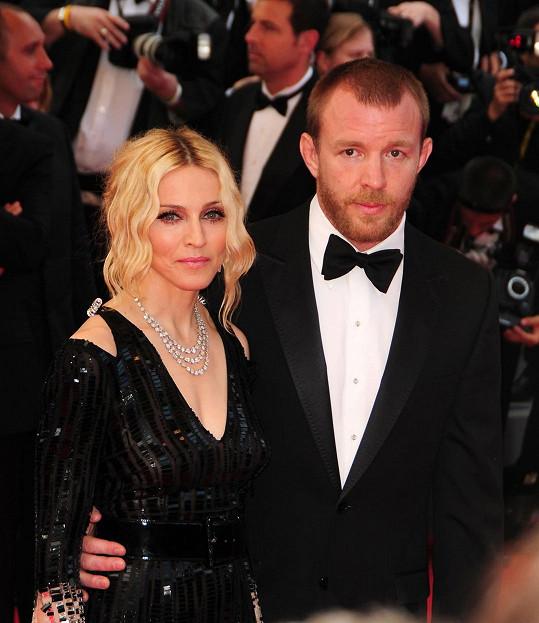 S Madonnou tvořil Guy Ritchie manželský pár v letech 2000 - 2008.