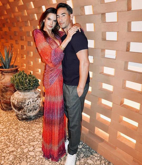 Alessandra Ambrosio a Richard Lee jsou spolu oficiálně od února letošního roku.