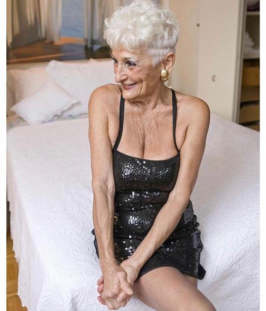 Pětaosmdesátiletá Hattie rozhodně neztrácí drive.