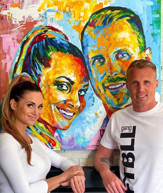 Obránce klubu Viktoria Plzeň se stane trojnásobným otcem. Dvě starší děti má z předchozího vztahu s Michaelou Kratochvílovou.