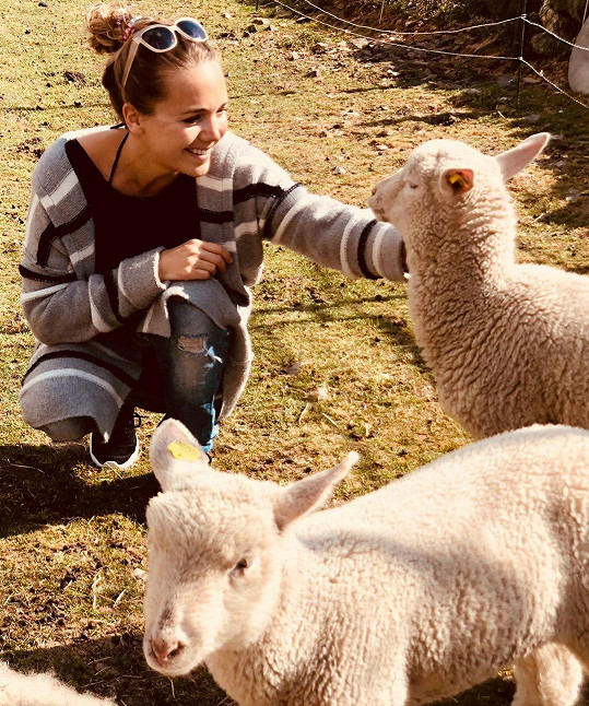 Lucie Vondráčková s ovečkami