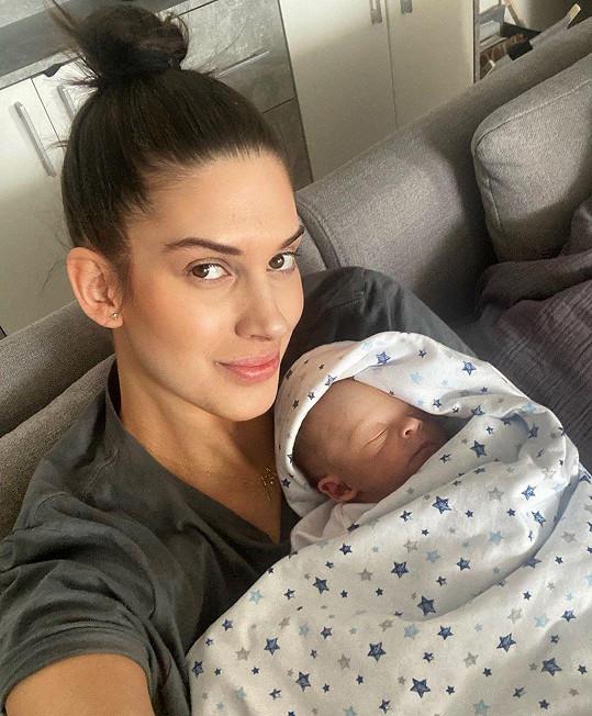 Aneta Vignerová je pyšnou maminkou.
