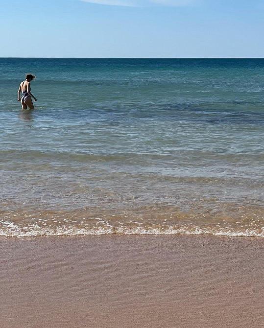 Voda měla jen okolo dvanácti stupňů Celsia.