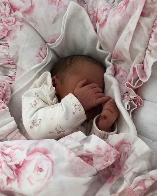 Dcera Moniky Bagárové se kryje skoro jako její tatínek, zápasník MMA, Machmud Muradov.