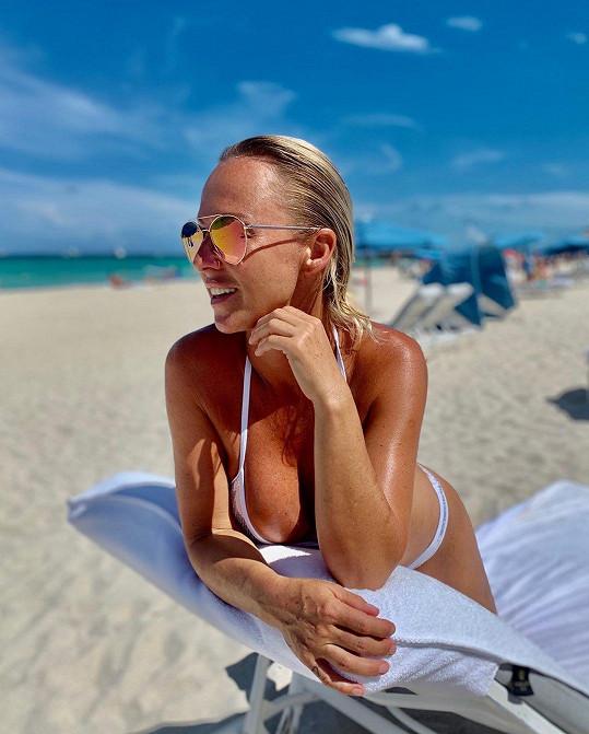 Krásné počasí si užívá v Miami.