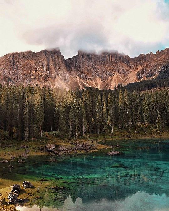 Na focení Lago di Carezza prý nepotřebovala ani filtr.
