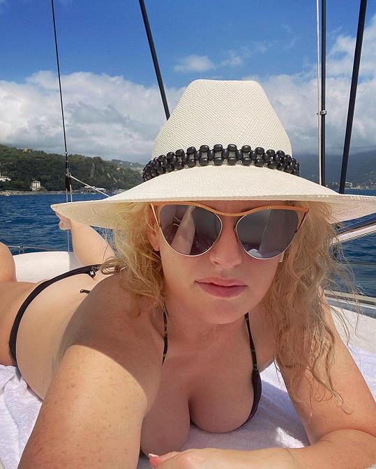 S fanoušky se také podělila o plavkové selfie.
