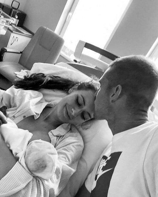 Tereza zveřejnila dojemnou fotku z porodnice s manželem a dcerou.