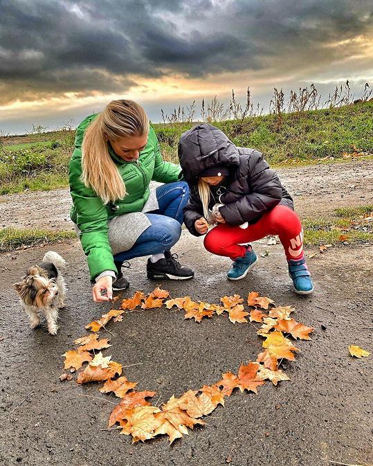 S dcerkou Lindou a pejskem Loly