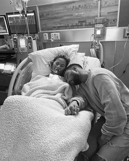 Modelka byla v polovině těhotenství, na snímku s manželem Johnem Legendem.
