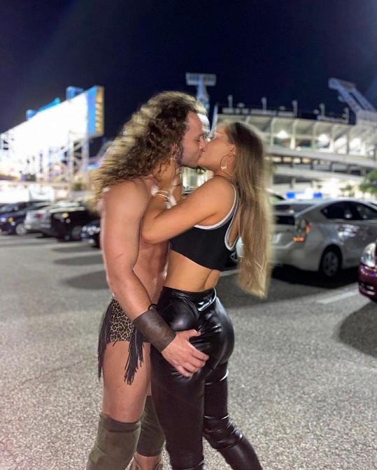 Jack Perry potvrdil vztah s krásnou wrestlerkou.