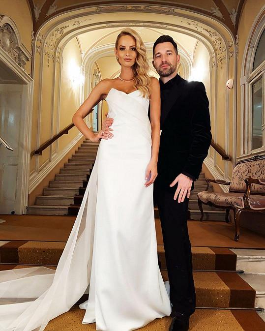 Na plese jí dělal společnost nejlepší kamarád, moderátor Bruno Ciberej.