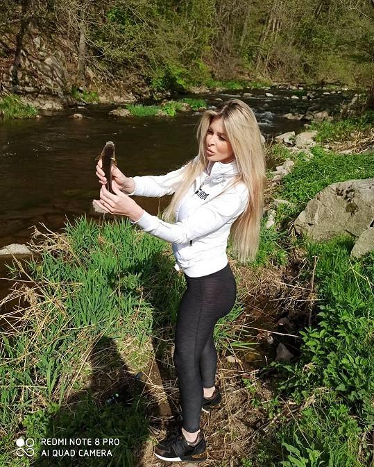 Lela Ceterová zkoušela rybařit.