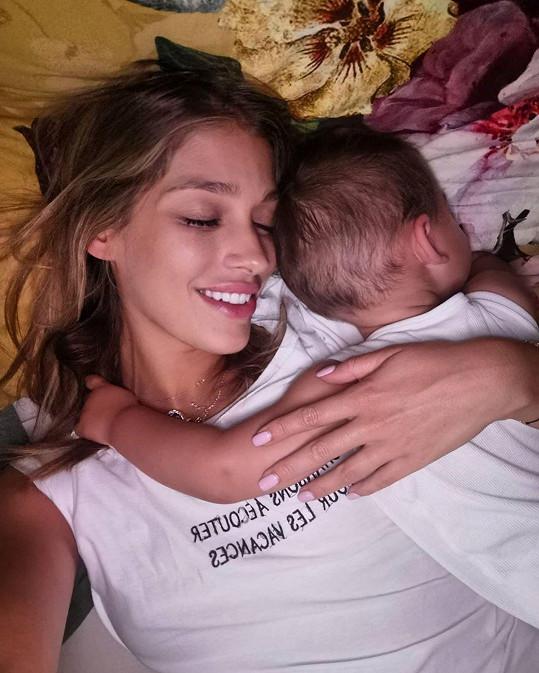 Je to krásná maminka.