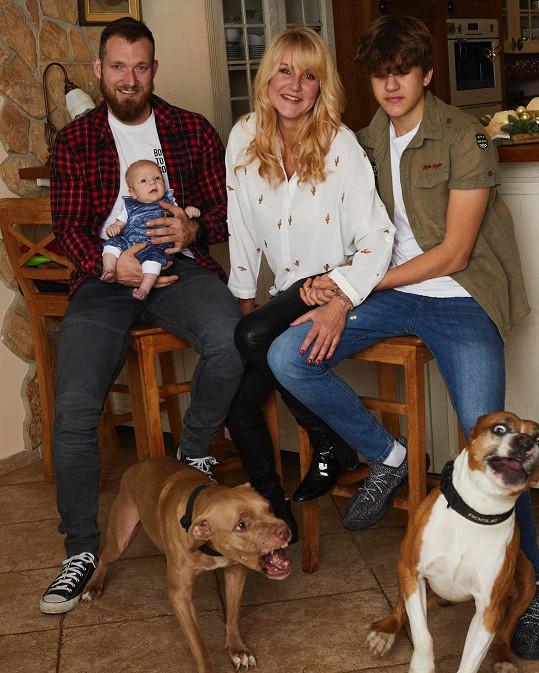 Pokus o idylické rodinné foto