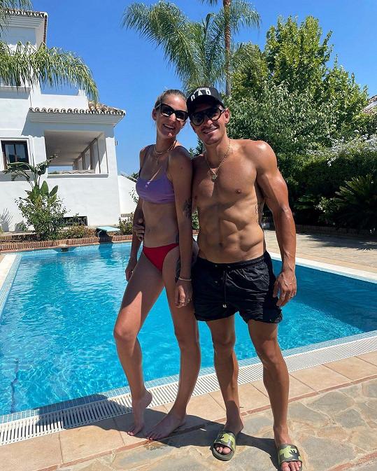 Karolína s manželem Michalem Hrdličkou pár týdnů před olympiádou