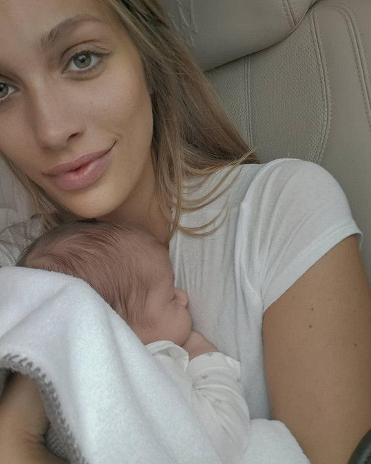 Jasmina Alagič si mateřství užívá.