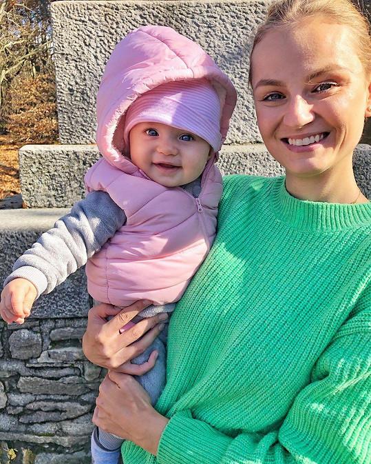 Miss Earth 2012 Tereza Fajksová porodila dlouholetému příteli Lubošovi holčičku Lilien.