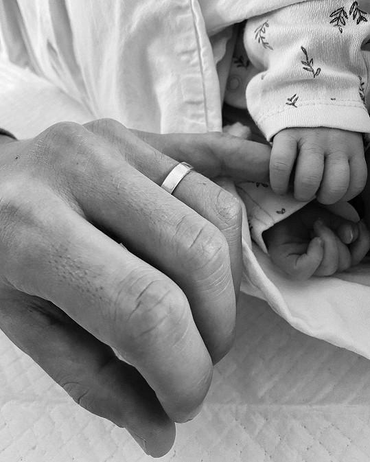 Touhle fotkou oznámil úspěšný slovenský rapper, že se stal otcem.