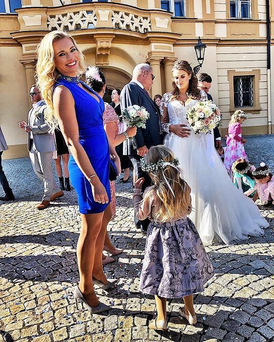 Lucie Borhyová před pár dny ženila svého mladšího bratra.