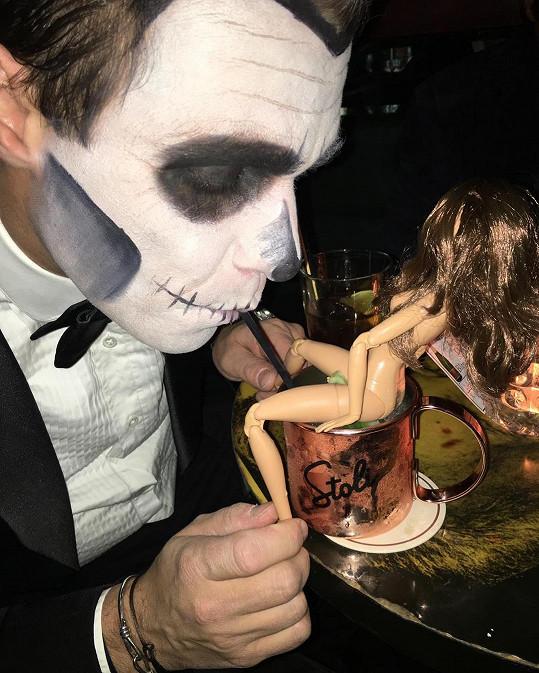 Leoš Mareš si halloweenský večírek užil opravdu naplno.
