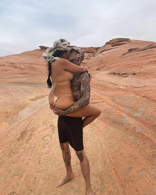 Kourtney Kardashian se pochlubila žhavým snímkem s novou láskou.