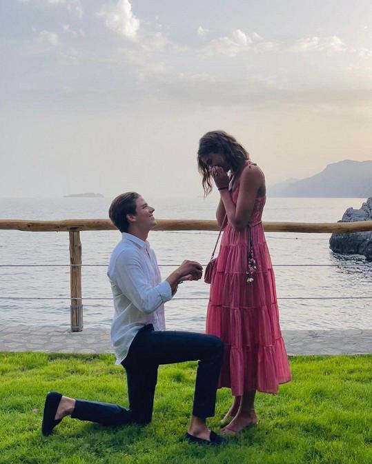 Modelka Taylor Hill se zasnoubila a podělila se o dojemný okamžik.