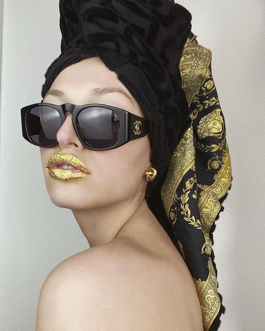 Vanda Janda ladila zlatou s černou.