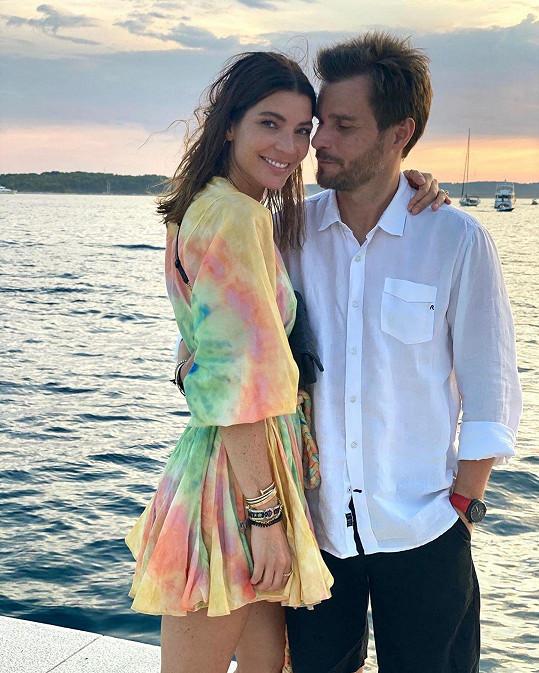 Leoš Mareš s manželkou Monikou mají dovolené v teple rádi.