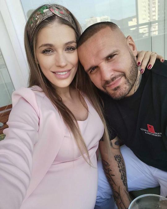 Jasmina Alagič a Rytmus se prvního potomka nemůžou dočkat.