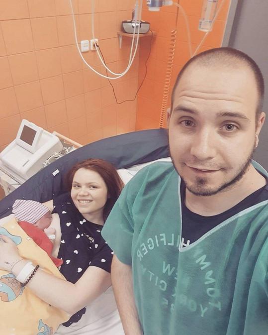 Zpěvačka s manželem a novorozeným synem