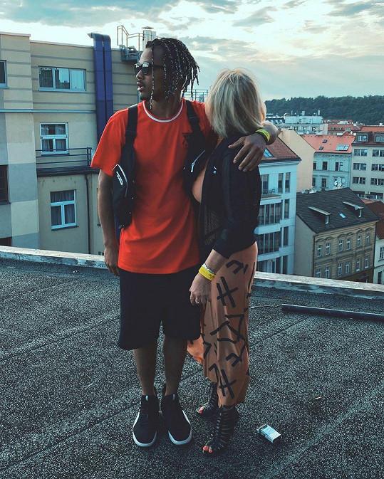 Fanoušci si mysleli, že zveřejnil fotku s novou přítelkyní.