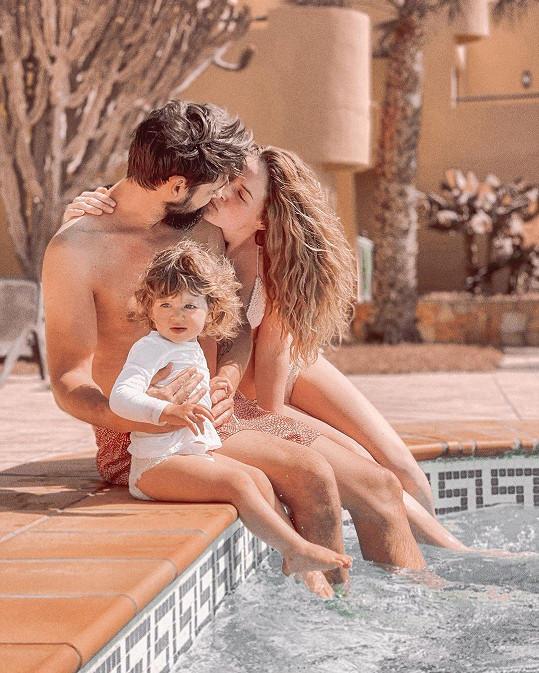 Mají skoro dvouletou dcerku Violet.