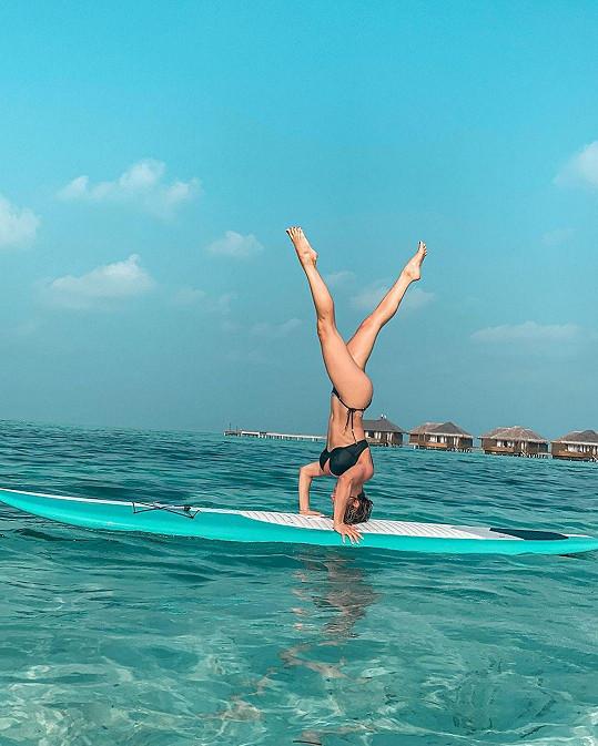 Eva Perkausová a její cvik na paddleboardu