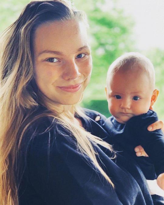 S manželkou Nikolou a synem Oliverem je šťastný jako blecha.