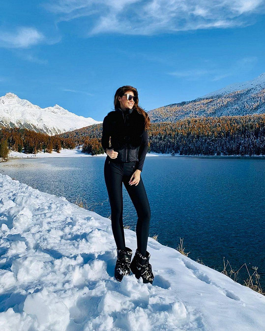 Tereza Michovská umí zvýraznit své štíhlé nohy i v zimním outfitu.