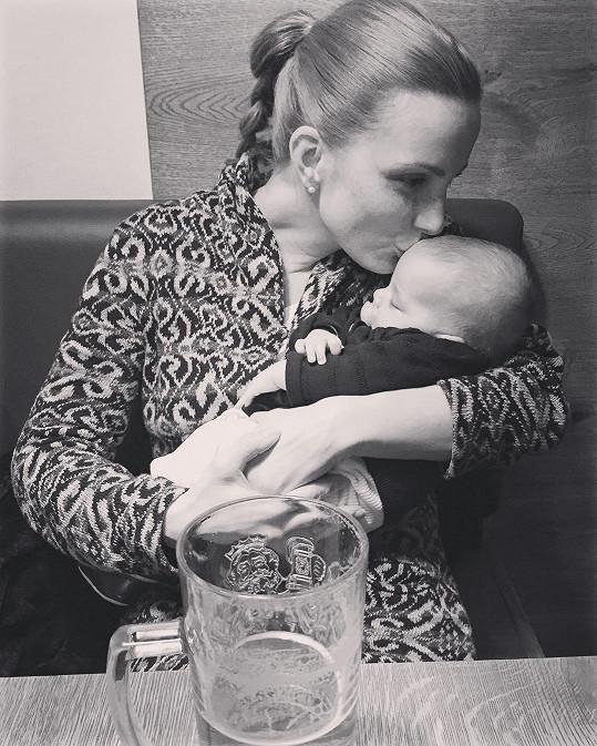 Michaela Maurerová je na mateřské, a tak se hledala nová tvář.