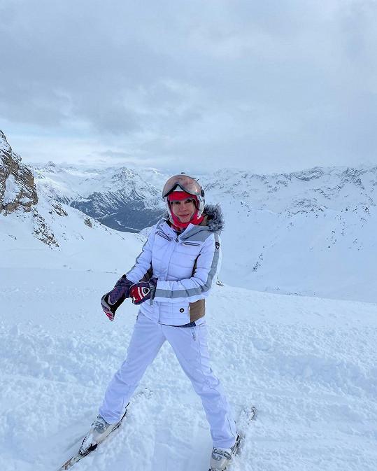 Nela Boudová odjela lyžovat do Švýcarska.