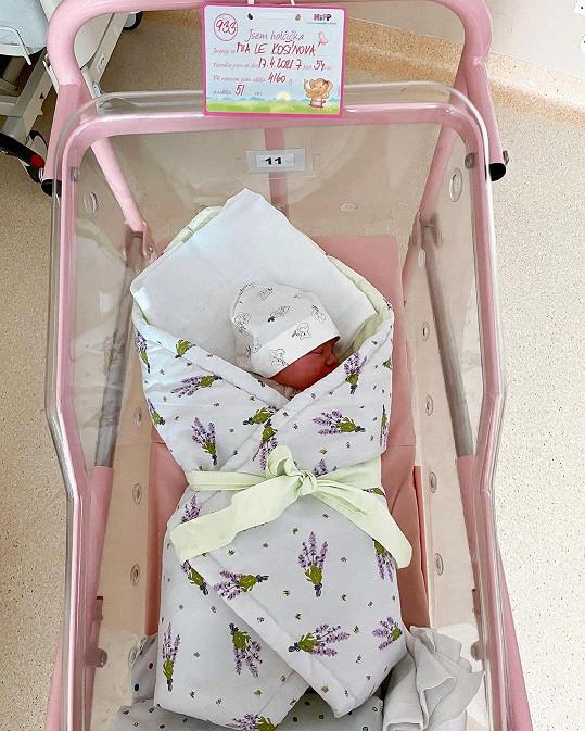Mia v den narození, je to prý celá Monika.