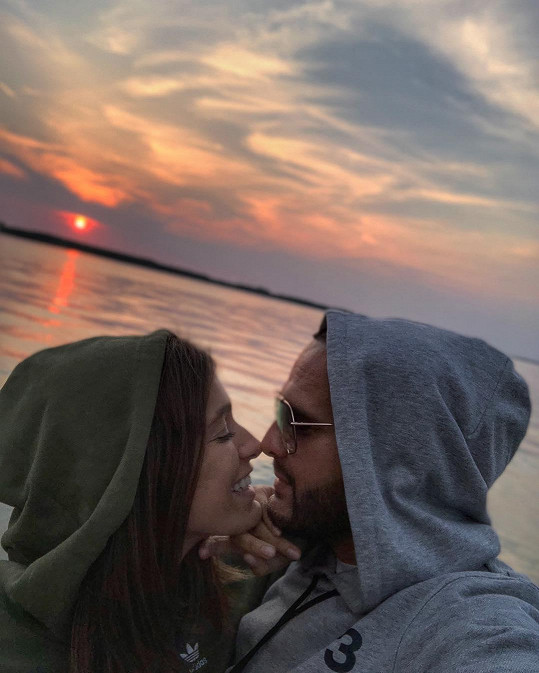 Rytmus a Jasmina Alagič stále cukrují na sociálních sítích.