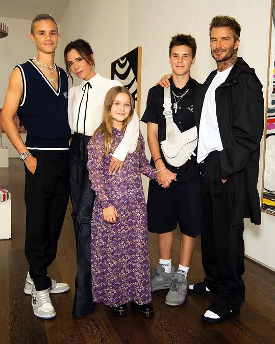 Rodinka Beckhamových na přehlídce Victorie