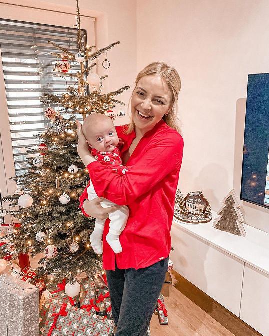 Markéta Konvičková s dcerkou