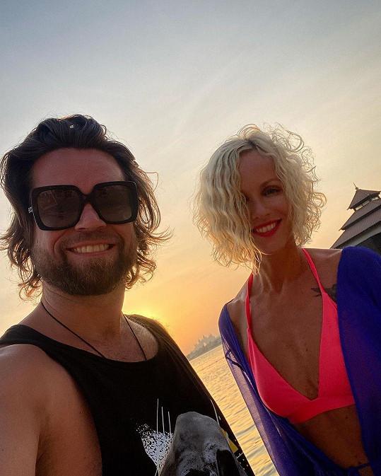 Richard Krajčo si s manželkou užívá pohodu na dovolené.
