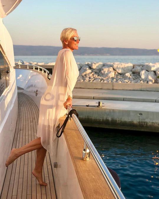 K životu potřebuje moře a slunce.