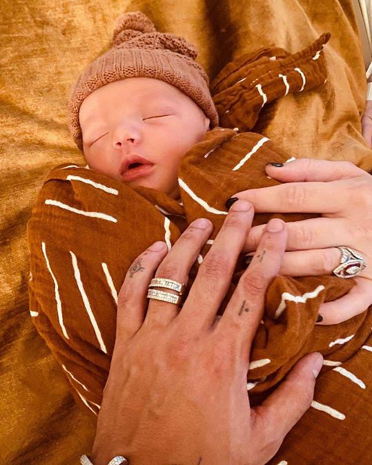 Hvězdnému páru se narodil syn Ziggy.